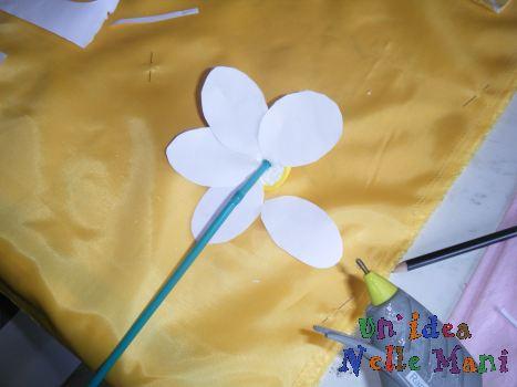 fiore di carta riciclato pallina polistirolo, palloncino e cannuccia