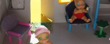 casa delle bambole, fai da te, riciclo, scatola di cartone, lavoretti con le cannucce cannucce