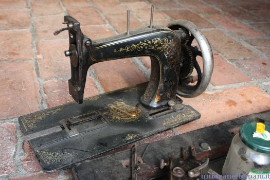 macchina da cucire d'epoca