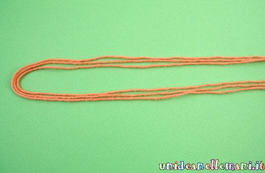 come fare cordoncini faida te, riciclo avanzi di lana e fili di cotone