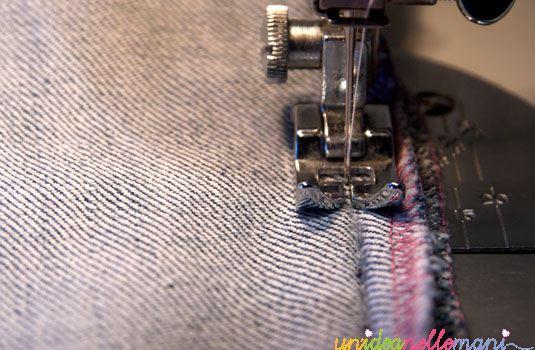 come rammendare jeans strappati e cucire una toppa