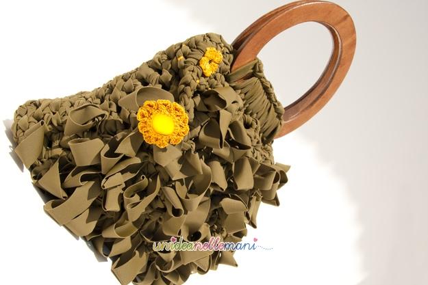 borsa in fettuccia, borsa all'uncinetto, borsa all'uncinetto con fettuccia, borsa con manici di legno, crochet bag,