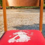 Riciclo creativo: rivestire le sedie con vecchie magliette