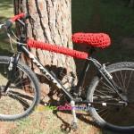 Bicicletta decorata e personalizzata all'uncinetto