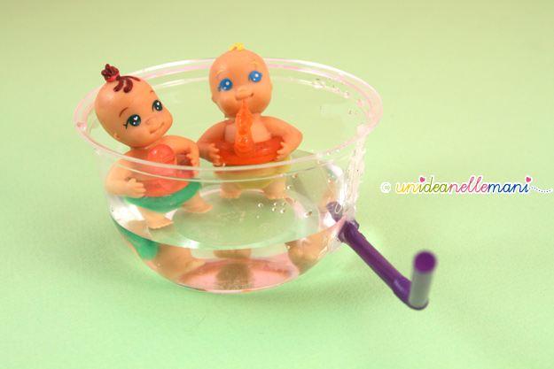 vasca per le bambole, giochi per bambini, paciocchini, riciclo, cannucce