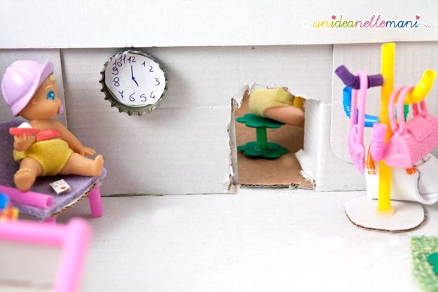 casa delle bambole, fai da te, paciocchini, casa per i paciocchini, riciclo scatola da scarpe, riciclo cannucce, riciclo tappi di bottiglia