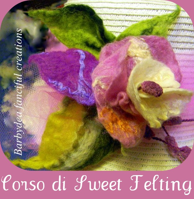 fiore in feltro, spilla in feltro, fiore in lana cardata, spilla in lana cardata, lana cardata, infeltrimento ad acqua,