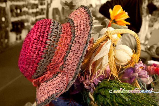 twist art, pirkka, filo finlandese, cappello all'uncinetto, lavori con i filo finlandese, filo di carta,