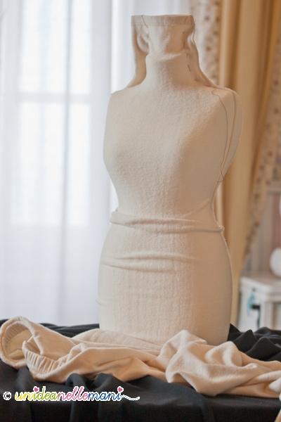 manichino o busto di polistirolo fai da te rivestito in stoffa come espositore per collane, sciarpe e scaldacolli