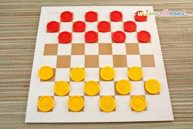 Giochi per bambini da costruire in casa la dama fai da te for Calcolatore del materiale da costruzione della casa
