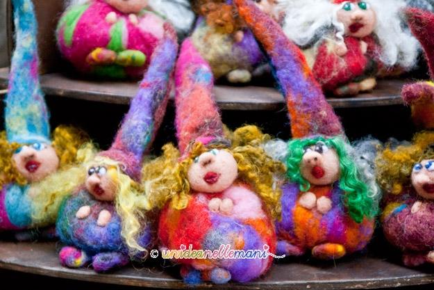 bambole feltro, bambole lana cardata, lana cardata, bambole fatte a mano, oggetti al mercatino,