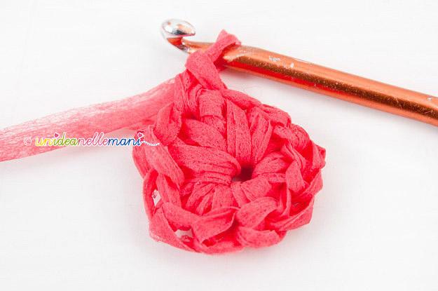 fiori uncinetto, schema fiori uncinetto, tutorial fiori, fiori con i petali, petali fiori uncinetto,uncinetto, lavorazione in tondo,
