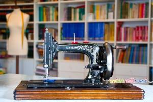 vecchia macchina da cucire, macchina da cucire d'epoca, macchina da cucire a manovella, macchina da cucire Anker Marke, macchina da cucire antiquariato, macchina da cucire in ghisa, macchina da cucire