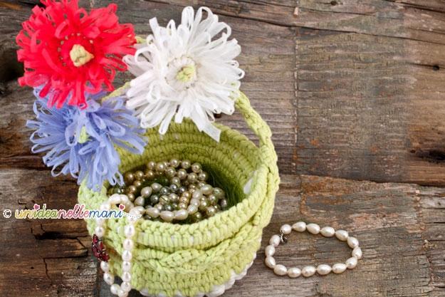 cestino uncinetto, portagioie uncinetto, portagioie fai da te, portagioie fatto a mano, cestino fettuccia, lavori fettuccia, fiori uncinetto, vaso di fiori uncinetto,