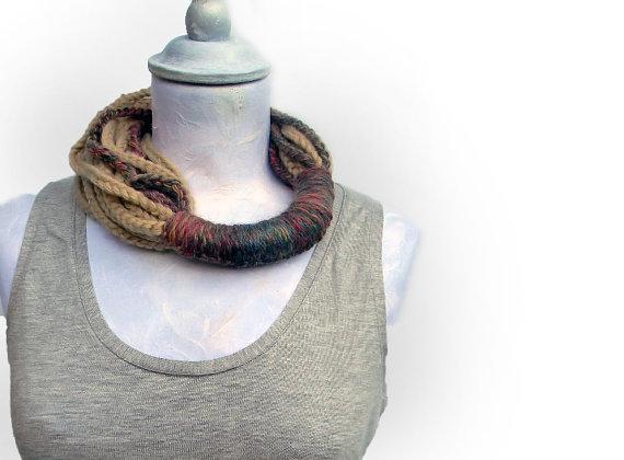 collana fatta a mano, collana in lana, collana artigianale,
