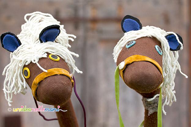 cavalli fai da te con manici di scopa ,giochi fatti in casa, giochi per bambini fai da te, giochi per bambini con materiale di riciclo, cavalli fai da te,
