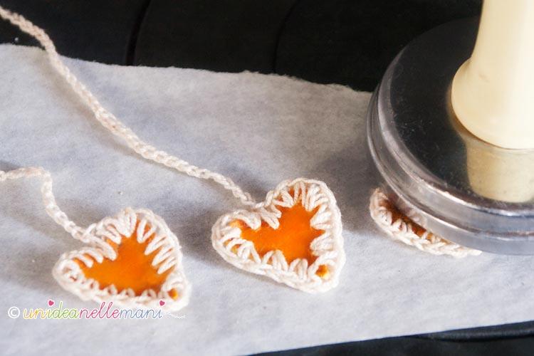 bucce arancia essiccate, decorazioni bucce arancia, bucce arancia essiccate, tag pacchetti regali fai da te, decorazioni natale fai da te, decorazioni per albero con le arance,