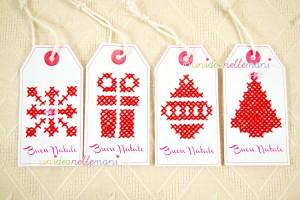 gift tags natalizi, schema punto croce natale, schema punto croce albero di natale, tag natale chiudipacco, tag natale da stampare,