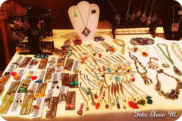 esposizione bijoux, allestimento banchetto bijoux, mercatino hobbista, mercatino bijoux,
