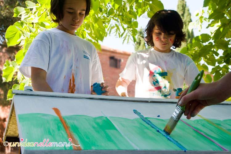 bambini che dipingono