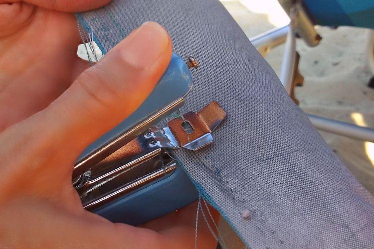 Mini macchina da cucire portatile unideanellemani for Mini macchina per cucire