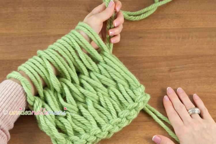 fare-la-maglia-con-le-braccia-13