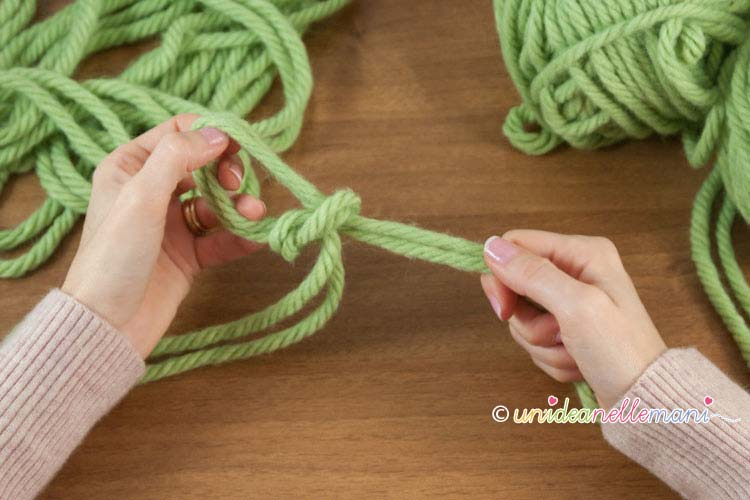fare-la-maglia-senza-ferri-1