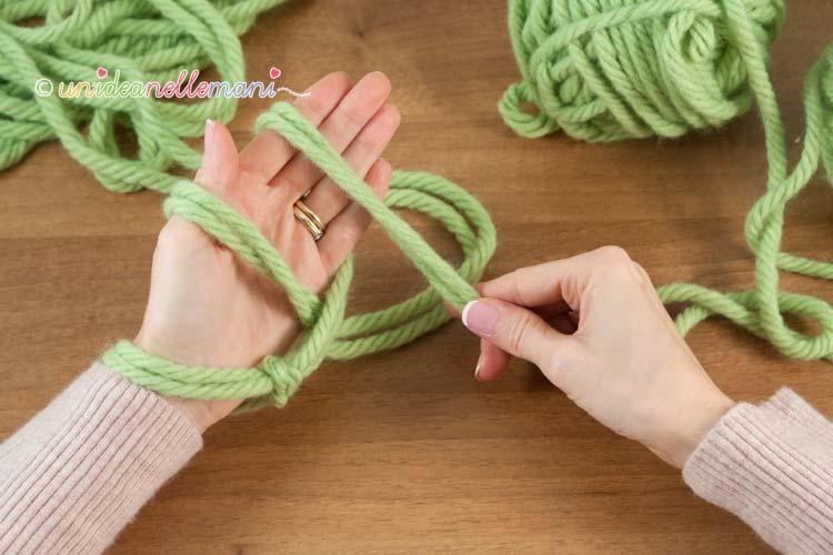 fare-la-maglia-senza-ferri-3