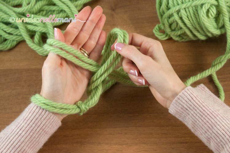 Какие нитки нужны для вязания спицами шарфа
