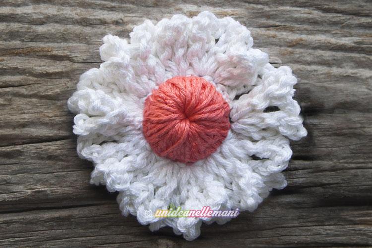fiore uncinetto, fiori uncinetto tutorial, fiori uncinetto da applicare, fiori uncinetto fai da te, fiori bianchi uncinetto, fiori bicolore uncinetto, fiori uncinetto grandi,