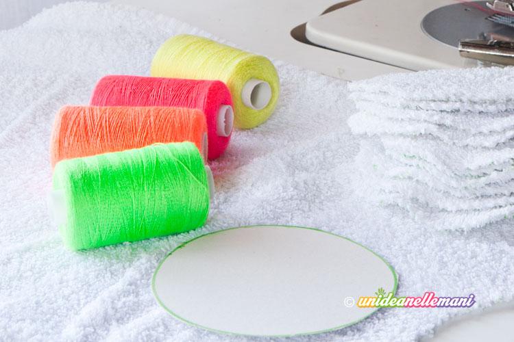 fili fluo colorati per cucire dischetti di spugna
