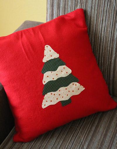 cuscino con applicazione natalizia