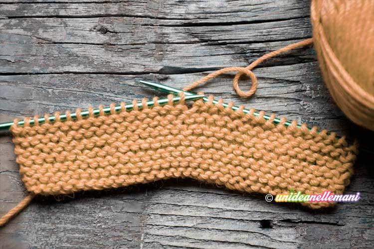 Come fare Babbucce ai Ferri con due semplici rettangoli a maglia 2de9bbea8796