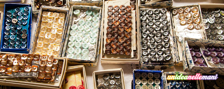 scatole di bottoni, bottoni,