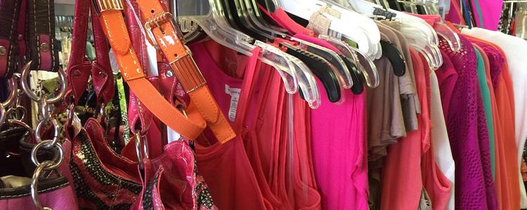 Come liberarsi dei vecchi vestiti 8 soluzioni per farlo bene for Vestiti usati in regalo