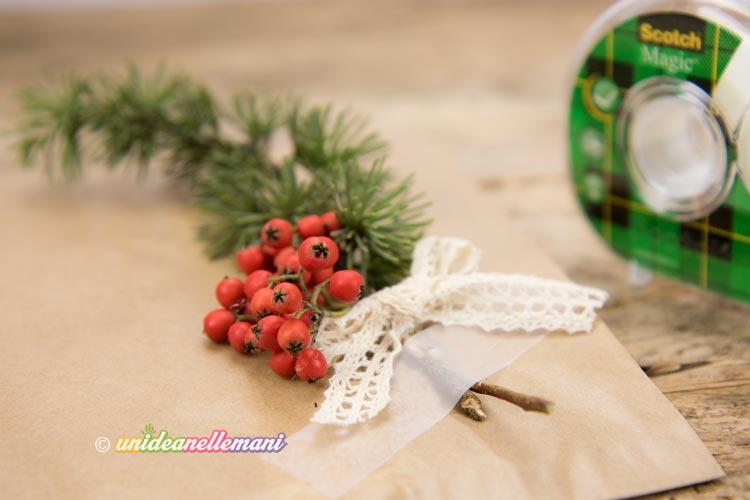 pacchetto-con-decorazione-natalizia