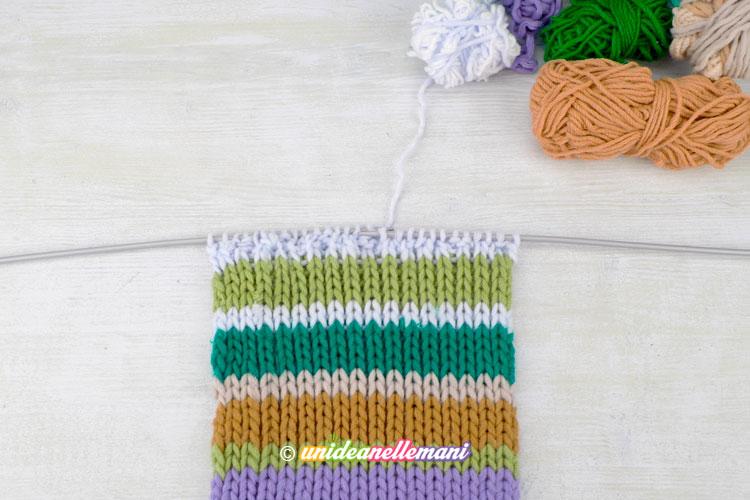 L ho fatto a strisce colorate di altezze diverse a seconda della quantità di  lana a disposizione 6222a695695a
