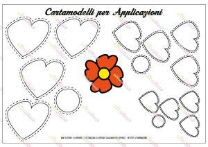 cartamodello fiore con petali a forma di cuore